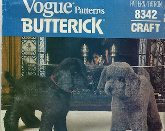 """Vogue Pattern #8342~Rare Cat and Dog Pattern by Linda Carr From 1985~Dog 20.5"""" High-Cat 15"""" Long~Uncult Factory Folds"""