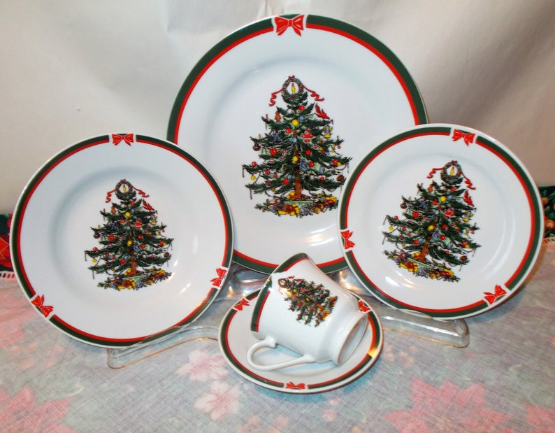 Christmas Dinnerware.Christmas Dinnerware Evergreen Christmas Tree Dishes With Red Ribbons Is A Vintage Service For Four 20 Pieces