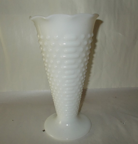 Vintage Hobnail Vase is an Anchor Hocking Home Decoration from the on zipper hat, zipper mask, zipper bracelet, zipper wall, zipper painting, zipper car, zipper doll,