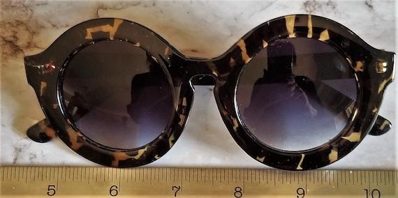 Funky Retro Sunglasses - image 3