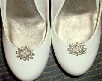 Bridal Shoe Clips - set of 2 - Sparkling Crystal Rhinestones and Pearls, rhinestone pearl shoe clips, wedding shoe clips