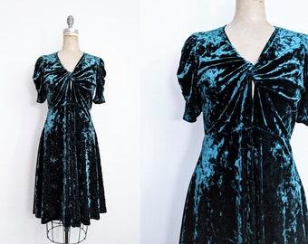 Vintage 1990s Crushed Green Velvet Dress Irish Dress Celtic Dress Merida Dress Merida Costume 90s Velvet Dress Stretch Velvet Medium 8 10 6