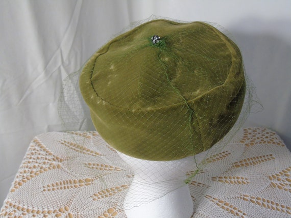 Green Velvet Pill Box Hat with Marche Hat Box - image 3