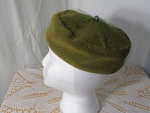 Green Velvet Pill Box Hat with Marche Hat Box - image 2