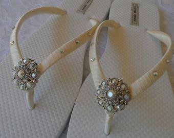5f62783f7eed1b Ivory Wedding Flip Flops   Beach Sandals   Bridal Shower Shoes   Bridesmaids  Flip Flops  Bride Gift   Bridal Sandal   Wedding Party .