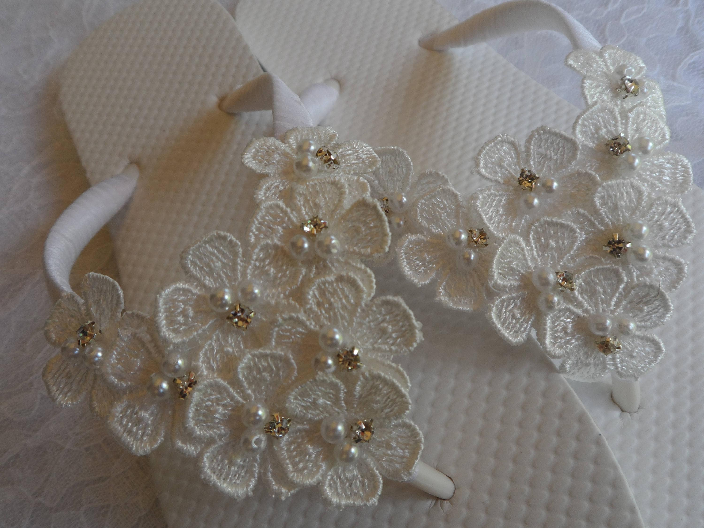 WHITE Daisy Wedding Flowers Flip Flops / Wedding Daisy white Flip Flops  / Wedding Summer Beach / Bridesmaids Sandals / Wedding Shoes. a1593a
