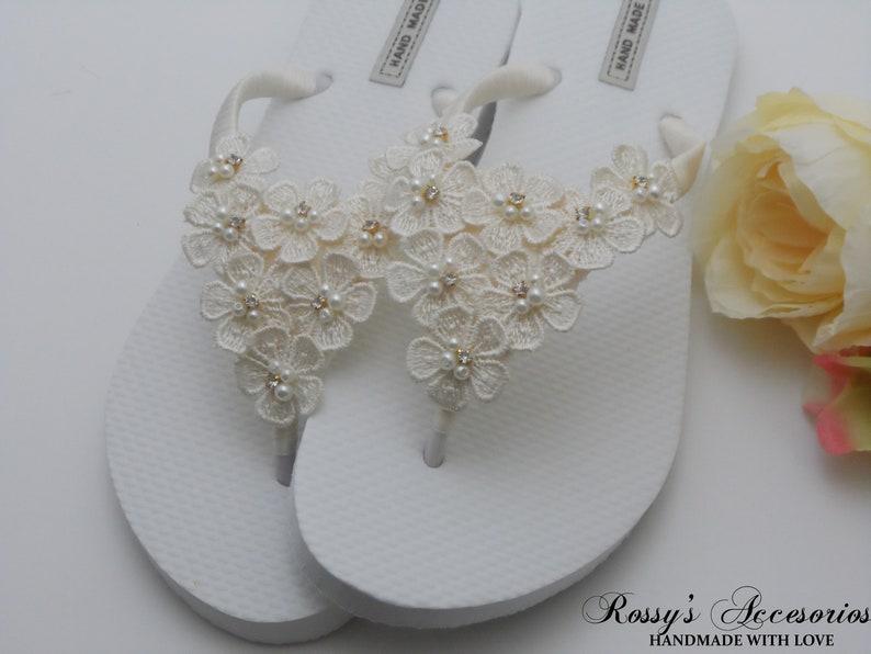 6e585c639da37 Ivory Daisy Flowers Flip Flops   Wedding Summer Beach