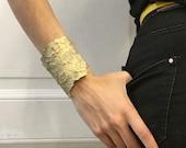 pine crust texture, big golden bracelet, refined taste gift, designer piece, bridesmaid bracelet, bride sister look, maria solorzano, new