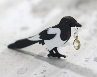 Magpie Thief Brooch - Omens Collection