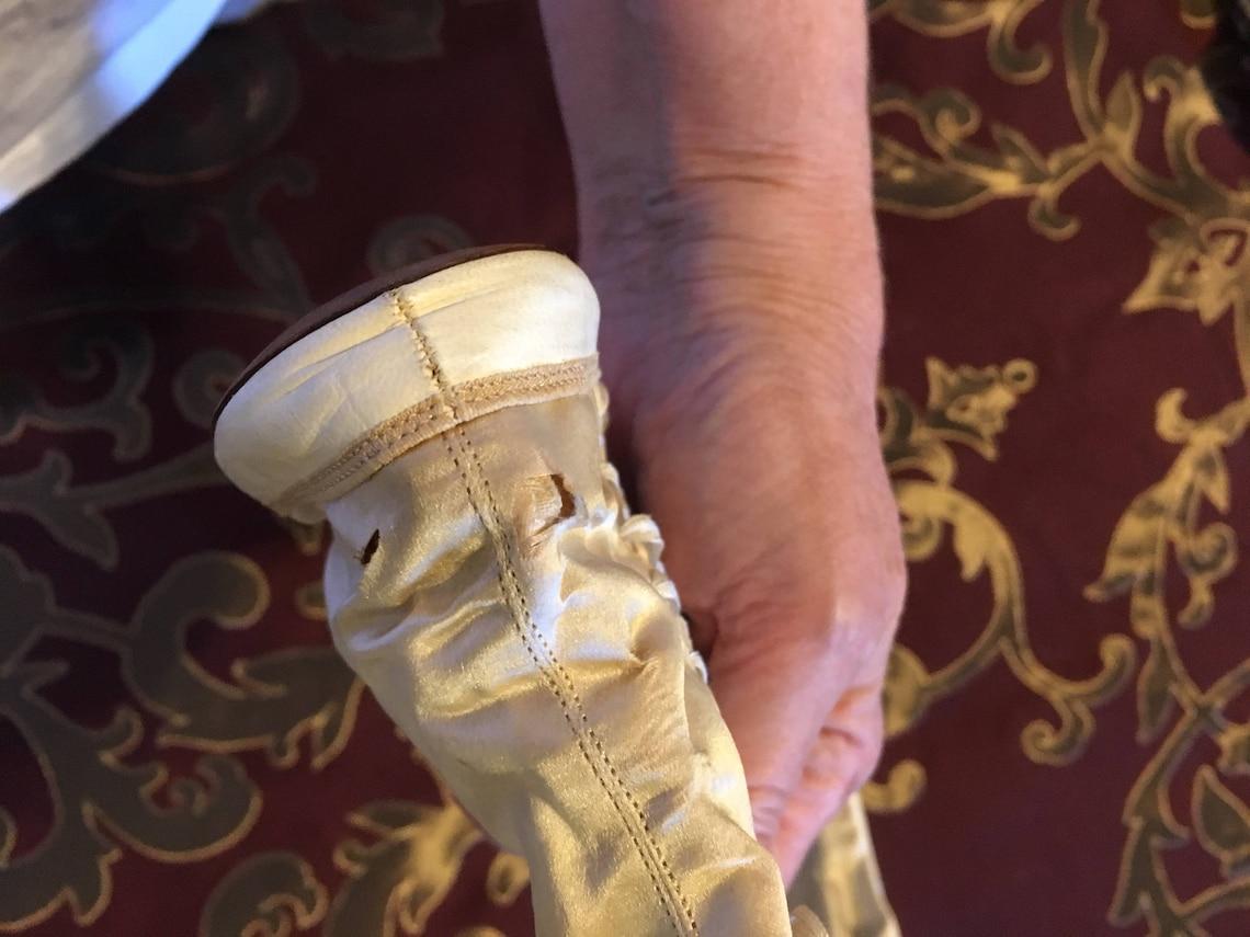 Botas de boda de seda y cuero antiguas