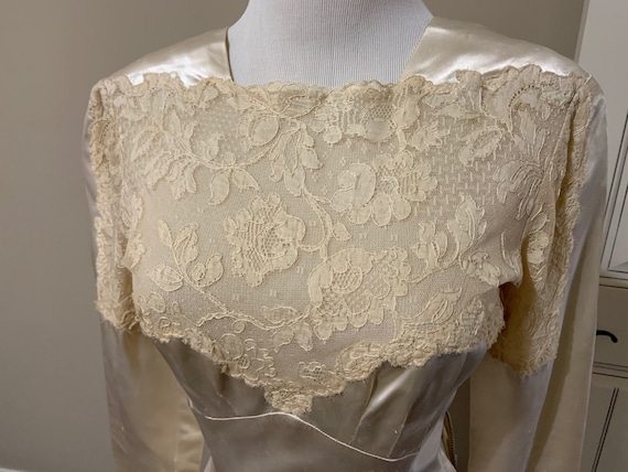 Fabulous 1940s Vintage Couture Lace and Satin Wed… - image 2