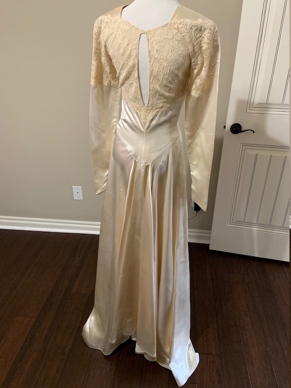 Fabulous 1940s Vintage Couture Lace and Satin Wed… - image 3