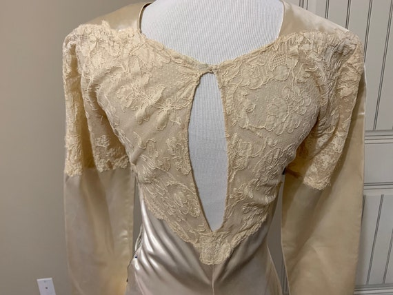 Fabulous 1940s Vintage Couture Lace and Satin Wed… - image 4