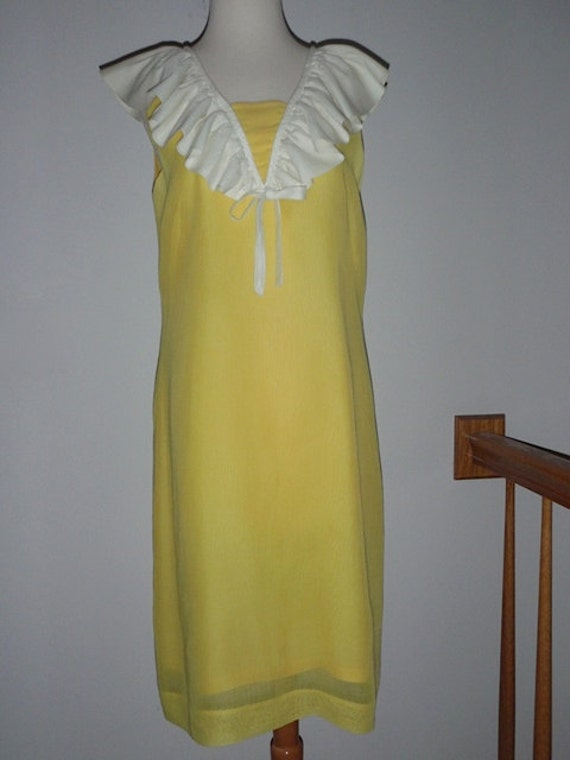Price Reduced 31.00 -- Beautiful 1950s Yellow A li