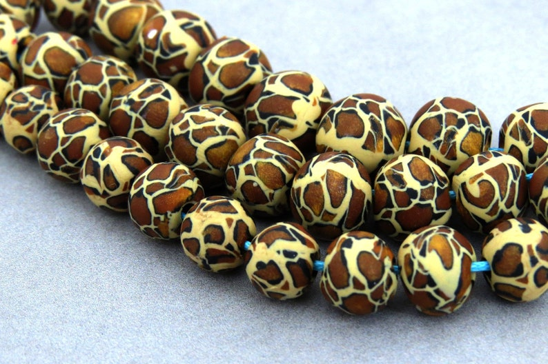 a14a4b839548 10 or 25 or 100 beads  Leopard print beads  Animal print