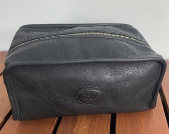 d4dfad4dc14617 ROOTS Black Leather Toiletry Bag Travel Bag Made in Canada