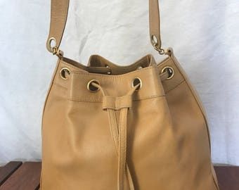 06c8ccbb5be905 CHANEL CC Excellent Authentic Vintage Tan Caviar Leather With a Pouch Bucket  Shoulder Bag Made in Italy