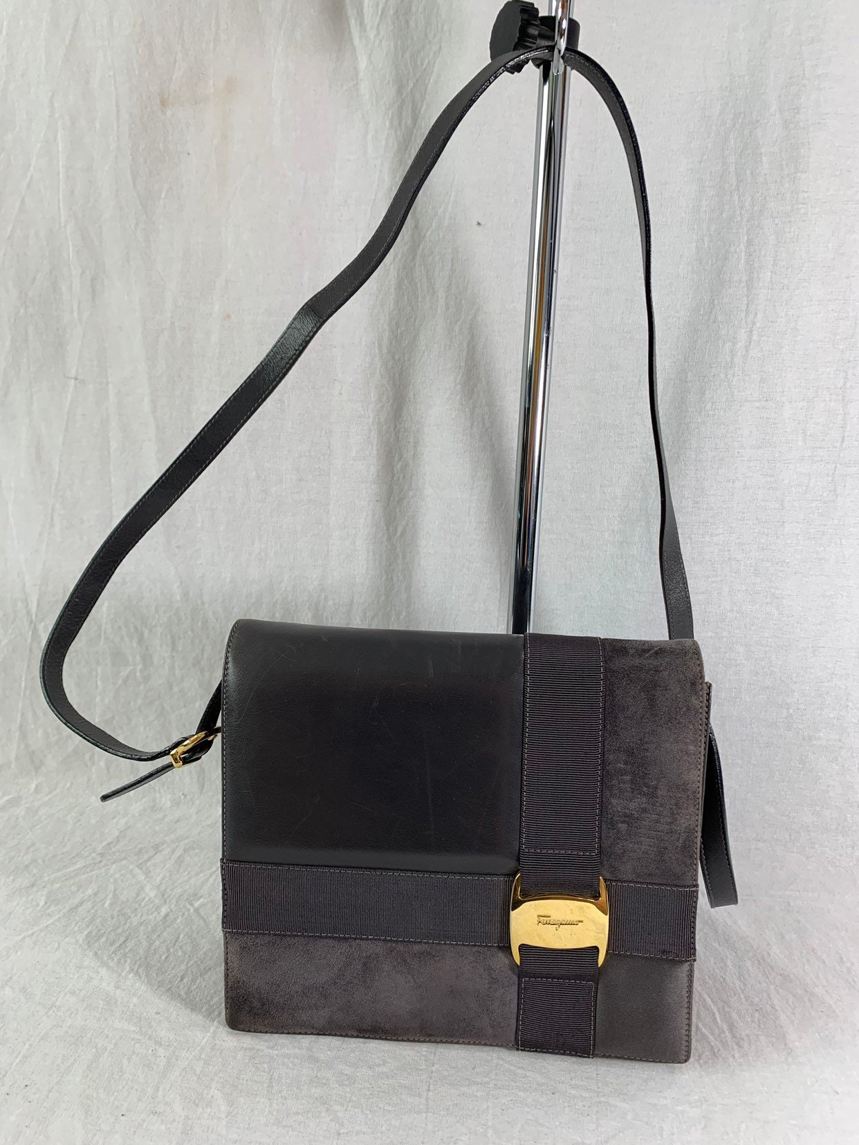 2dccbb401123 Salvatore Ferragamo Bow Authentic Vintage Gray Leather Crossbody Bag  Shoulder Bag Made in Italy