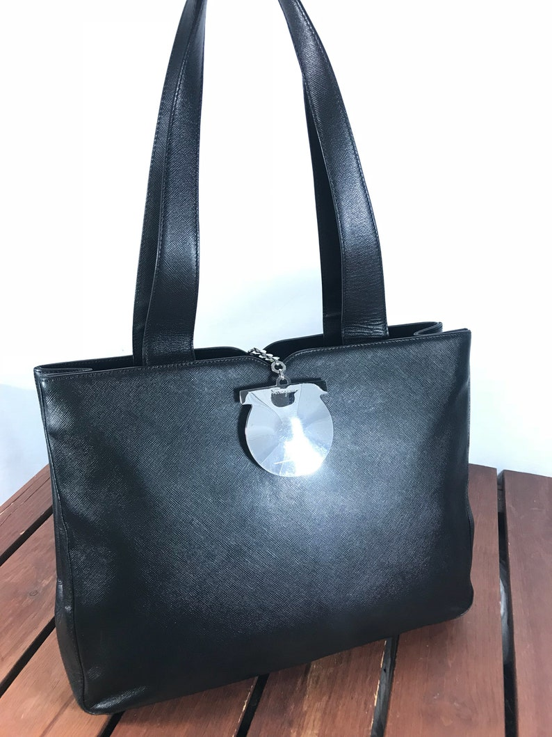 SALVATORE FERRAGAMO Gancini Great Vintage Authentic Black Leather Vara  Metal Logo Satchel Shoulder Bag Made in Italy 7a029174eb873