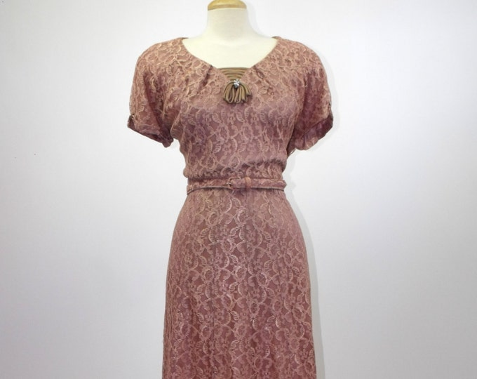 1950's Chantilly Lace Wiggle Dress // Dusty Rose Lace Cocktail Dress // Pin-Up Wiggle Dress // Size 2XL // Plus Size 24