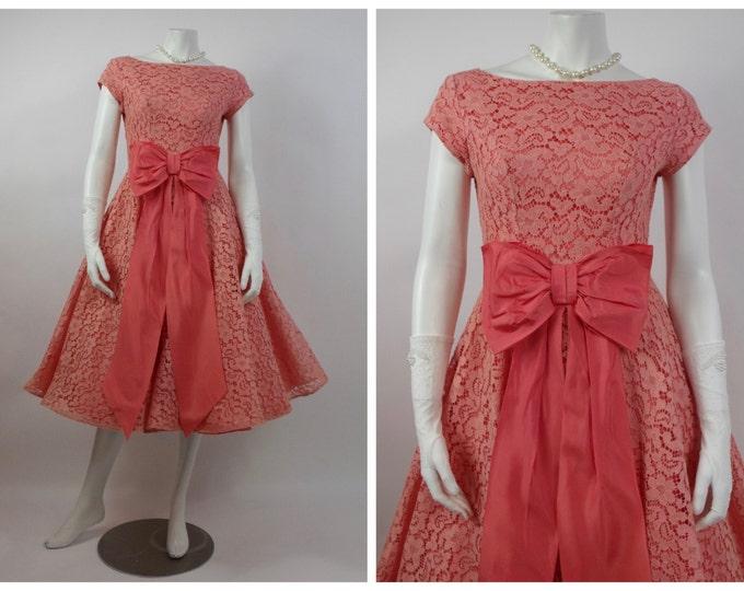 1950's Peach Chantilly Lace and Taffeta Prom Dress - Cupcake Dress - 50's Cocktail Dress - Grad Dress -Vintage Wedding - Taffeta Bow - Sz 4