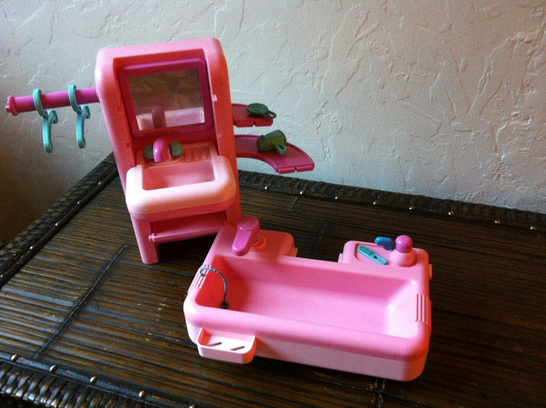 Maison de poupée de Barbie meubles de salle de bain Vintage | Etsy