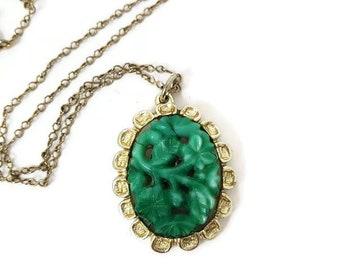 Vintage 24 Faux Jade Pendant Necklace 2049