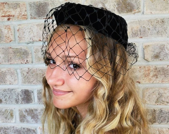 a2ea65d9aac5 Classic Black Pillbox Hat With Veil - Pillbox Fascinator Half Hat 1950  Fascinators Vintage Birdcage Black