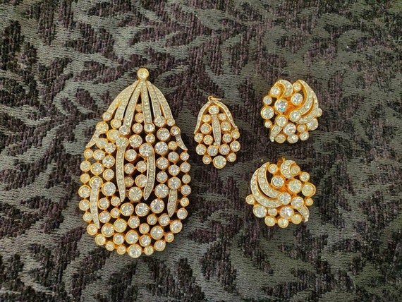 Rhinestone Trifari Jewelry Set Gold, Trifari Brooc