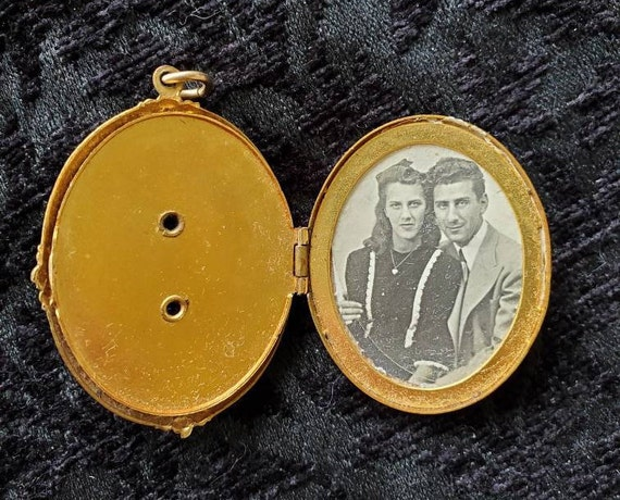 Antique Locket 1940s Locket With Picture, Large Lo