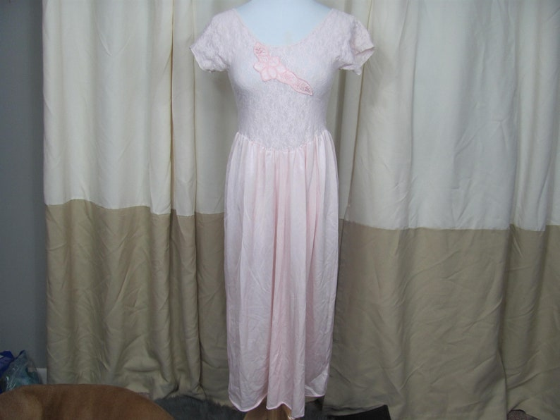 e8d4f46aeae Vintage 80s 90s Women Baby Pink Lace Satin Slip   NIghtgown