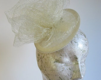 40s Style Ivory Bridal Hat, Round Flying Saucer Sinamay Fascinator with Mesh Bow
