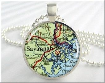 Georgia Souvenir WARNER ROBINS GEORGIA Map Pendant Necklace Vintage Antique Map Glass Photo Art Charm Georgia Jewelry State Jewelry