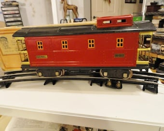 D539)  Vintage Pre War Lionel Caboose No. 517  red with black roof