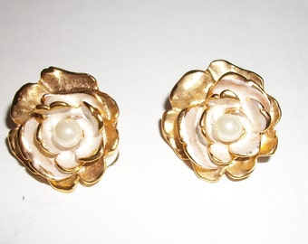 vintage Gold Tone and Faux Pearl Clip earrings