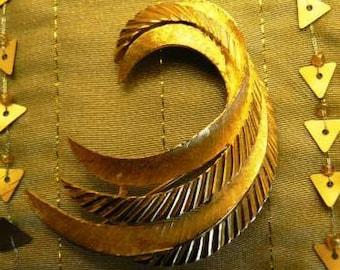 vintage jewels ...  GOLD SWIRL Fab Brooch PIN ...