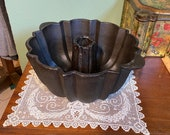 Antique Cast Iron BUNDT CAKE PAN Jelly Mold Cast Iron pudding