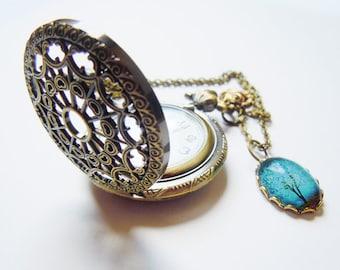 The Sapphire Wind Around Hyoyeon: Pocket watch necklace