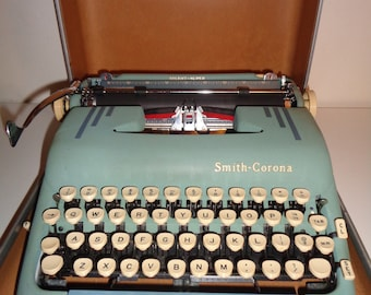 Vintage SMITH-CORONA TYPEWRITER,  A Super-Silent Manual Model in Working Condition with it's own hard plastic carrying case, Made in America