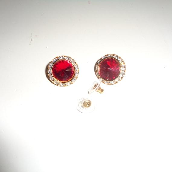Vintage Designer Avon Petite Faux Pearl /& Garnet Rhinestones Pierced Earrings