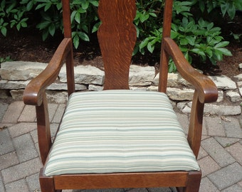 Antique Solid Oak Arm Chair For Pick Up or Delivery ONLY in Chicago or Northwest Indiana region in Good Used condition with wonderful patina