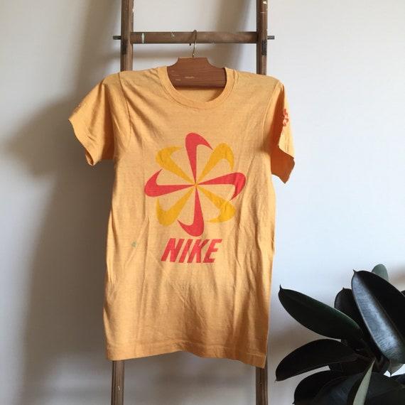 vintage NIKE shirt - 1970's - Pinwheel Design - RA