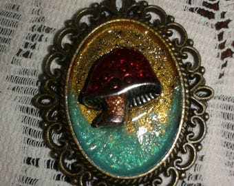 Enamel and resin pendant