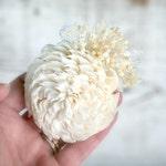 Natural Wedding Flower Pin //Wedding Boutonniere, Wedding Corsage, Sola Wood Pin, Lace Wedding Lapel Pin, Men's Boutonniere, Women's Corsage