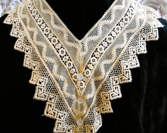 1920's Ecru Colored Floral Collar