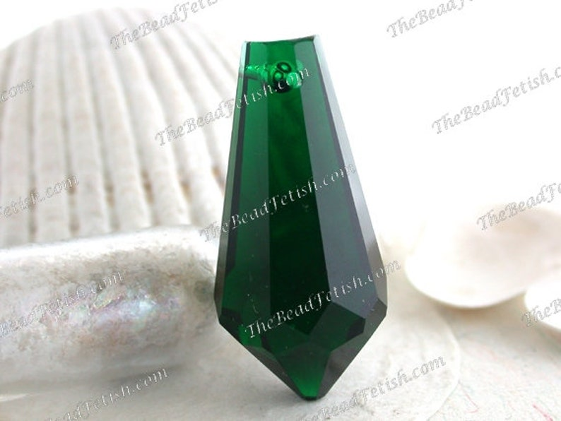 Vintage 42 x 20mm Faceted Glass Emerald Green Drops Vintage image 0