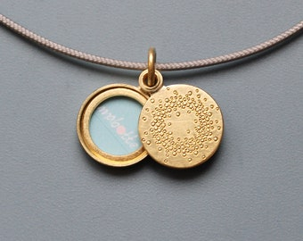 small golden locket for one picture with 1000 dots design