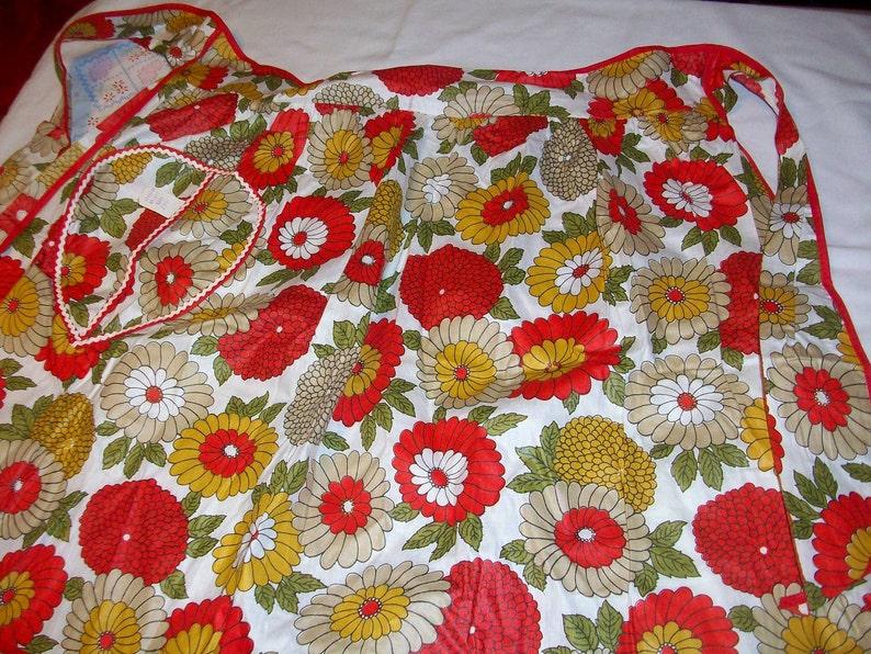 Vintage 1960  Half Apron  Bold Floral Red  Ric Rack Trim on Pocket  The Real McCoy  bx10  82759461