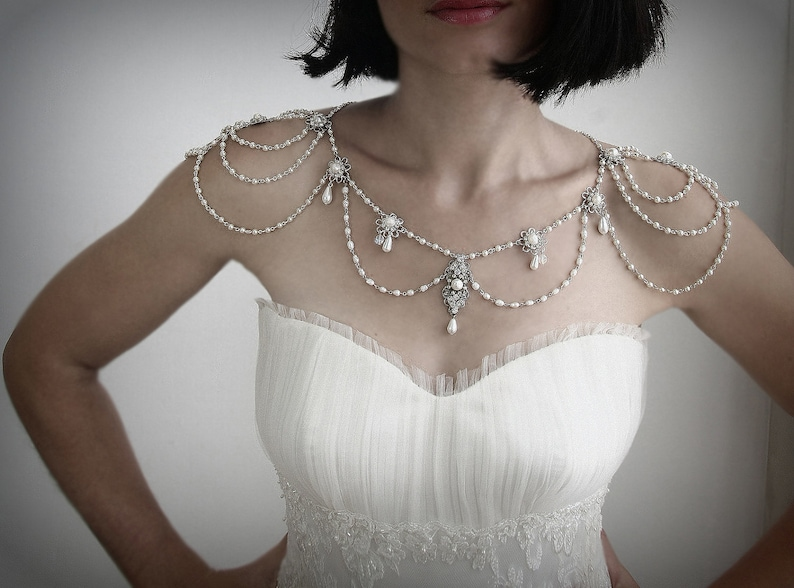 Necklace For The ShouldersBackdrop image 0