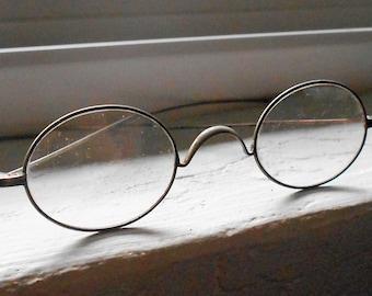 f214096e1d7 Round metal glasses